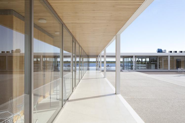 Centro de Servicios y Plaza Cívica Puertos  / Torrado Arquitectos, © Javier Agustín Rojas