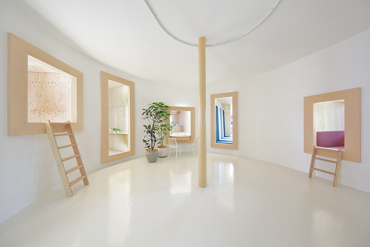 Between Inside and Outside / Between Furniture and a Room / TOTO · YKK AP × Atsushi Igarashi Taiji Fujimori. Image Courtesy of HOUSE VISION Tokyo