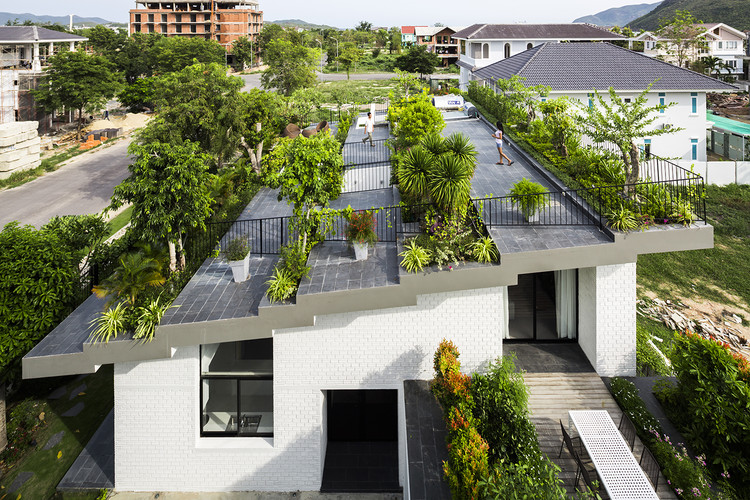 Casa en Nha Trang / Vo Trong Nghia Architects + ICADA, © Hiroyuki Oki