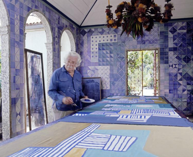 El arquitecto paisajista brasileño Roberto Burle Marx (1909-1994) trabajó en una variedad de medios artísticos, desde la pintura y la escultura hasta el diseño gráfico y mosaicos. Imagen © Tyba