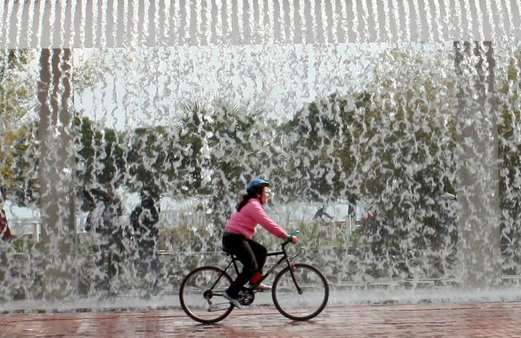 Lisboa planeja ampliar sua rede de ciclovias devido ao aumento de ciclistas, © Américo Meira, via Flickr. Licença CC BY-ND 2.0