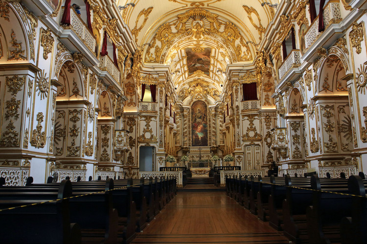 Old Cathedral of Rio. ImageImage © <a href='https://commons.wikimedia.org/wiki/File:Igreja_de_Nossa_Senhora_do_Carmo_da_Antiga_S%C3%A9_-_Interior_02.jpg'>Wikimedia user Halley Pacheco de Oliveira</a> licensed under <a href='https://creativecommons.org/licenses/by-sa/4.0/deed.en'>CC BY-SA 4.0</a>
