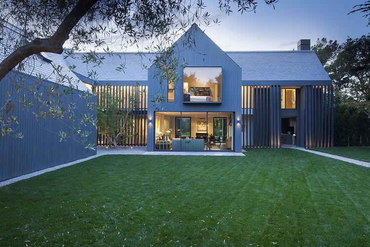 Modern barn house rios clementi hale studios archdaily for Modern barn house