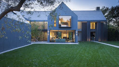 Modern Barn House / Rios Clementi Hale Studios