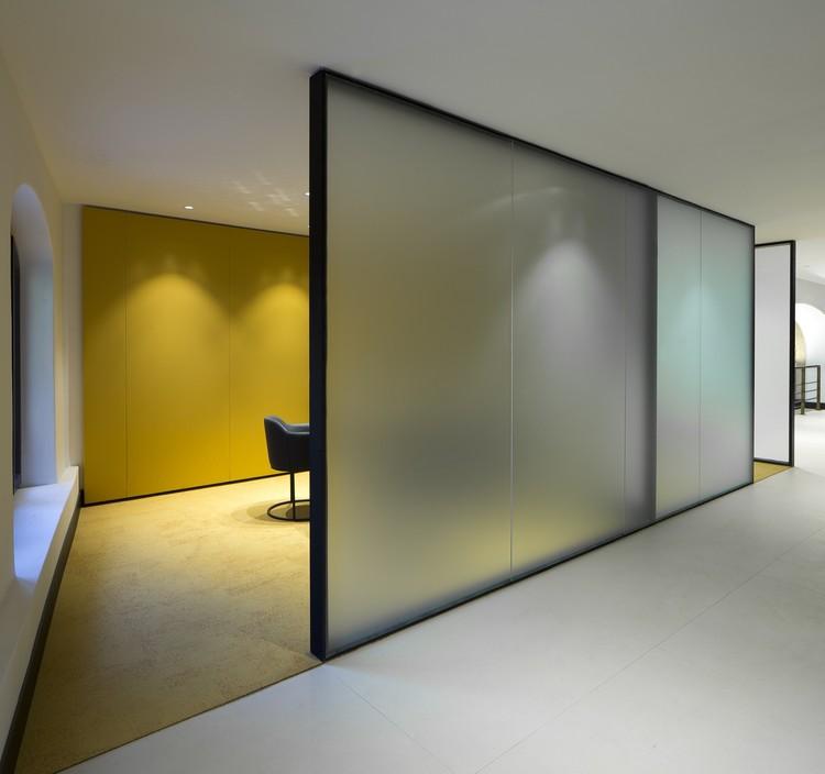 Arquitectura y dise o de interiores oficinas ranchal for Oficinas la caixa en valencia