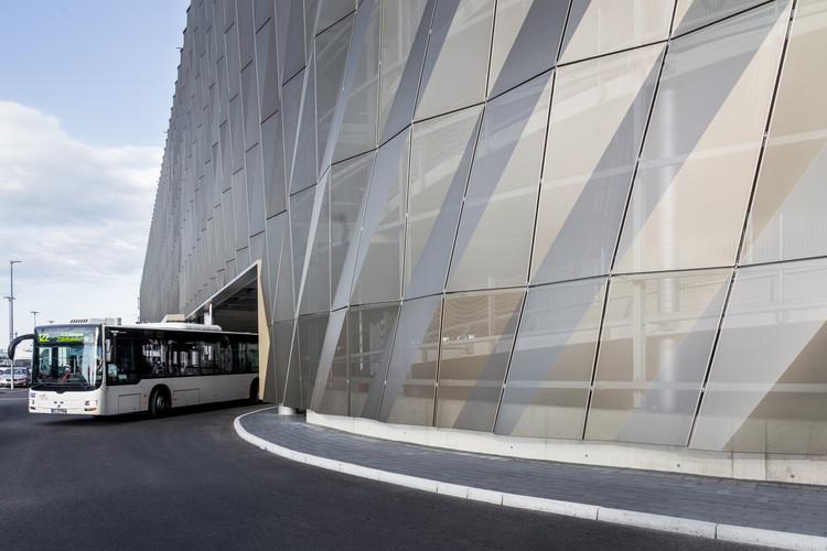 Terminal de Buses Aeropuerto de Stuttgart  / Wulf Architekten, © Markus Guhl for wulf architekten