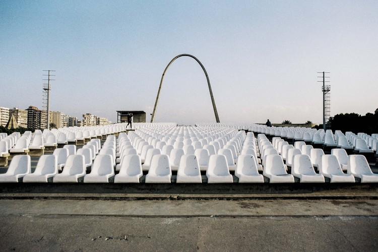 Anfiteatro y arco. Image © Anthony Saroufim
