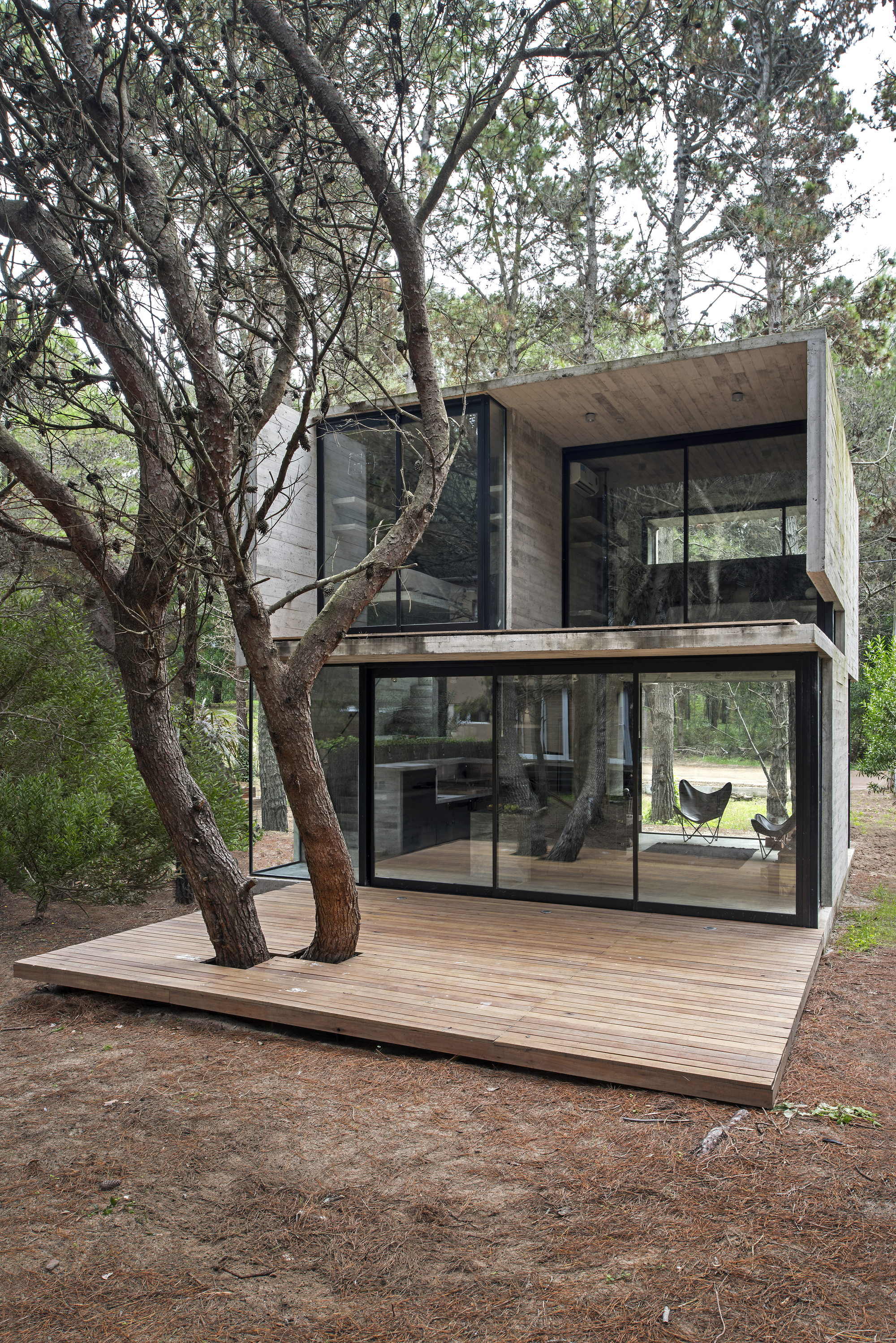 Prefab House The Long House 3 additionally Metal Building Full Home With Epic Pool And A Stable Went Up For Sale 11 also 48 further 4 Alhondiga Bilbao Philippe Starck Inauguracion 600x390 2 likewise An C3 B3nimo. on tiny houses