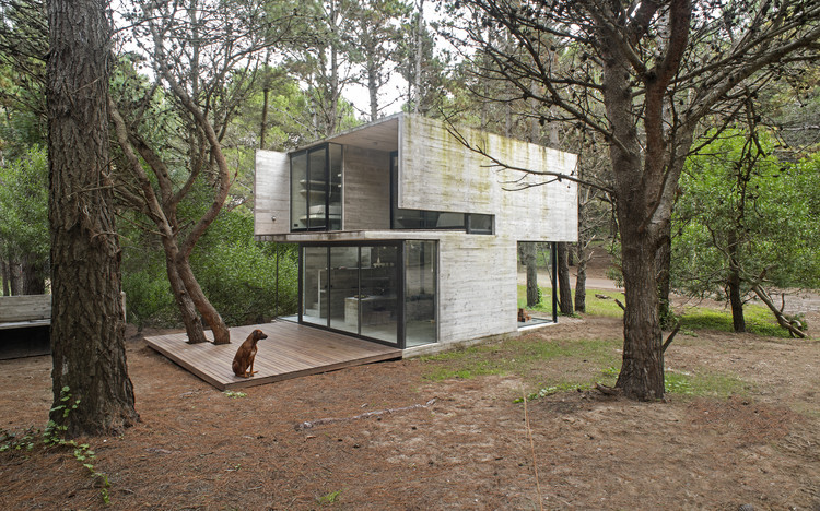 H3 House                                                                                                                                   / Luciano Kruk, © Daniela Mac Adden