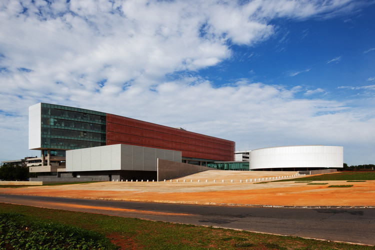 Câmara Legislativa do Distrito Federal / Projeto Paulista Arquitetura. Image © Nelson Kon