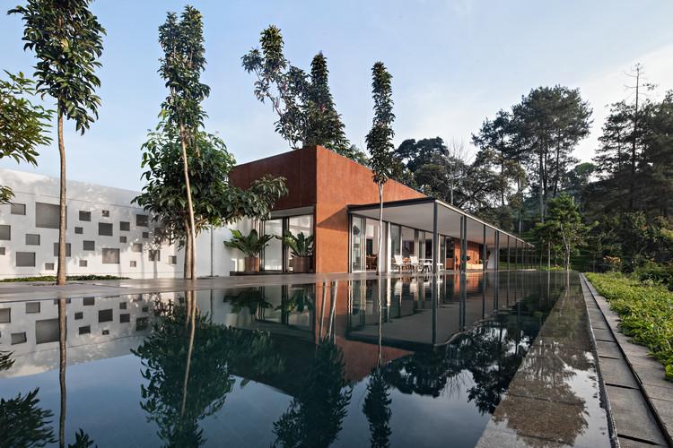 Casa BRG / Tan Tik Lam Architects, © Mario Wibowo