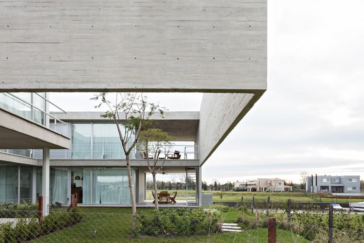 Lamas House  / moarqs + OTTOLENGHI architects, © Albano Garcia