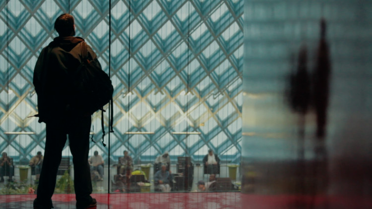 Marcos: un hombre sin hogar, filmado en la Biblioteca Pública de Seattle (EE.UU.). Imagen © Tomas Koolhaas