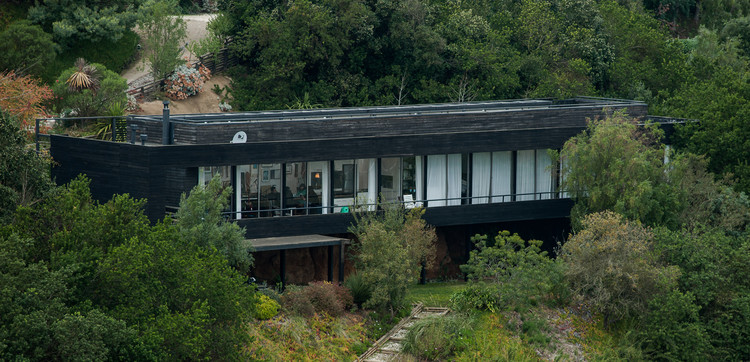 Capítulo 01 Insigne Sesiones: Camila Moreno en Casa Shaw de Elton & Leniz Arquitectos, © Insigne Sesiones