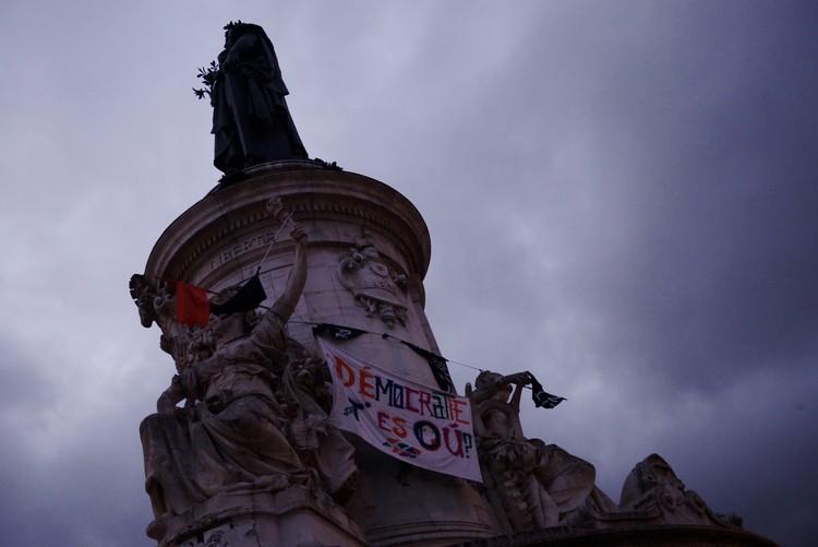 Plaza de la Républica durante movimiento Nuit Debour. Image vía Nicolas Vigier [Flickr] bajo licencia CC BY-NC 3.0