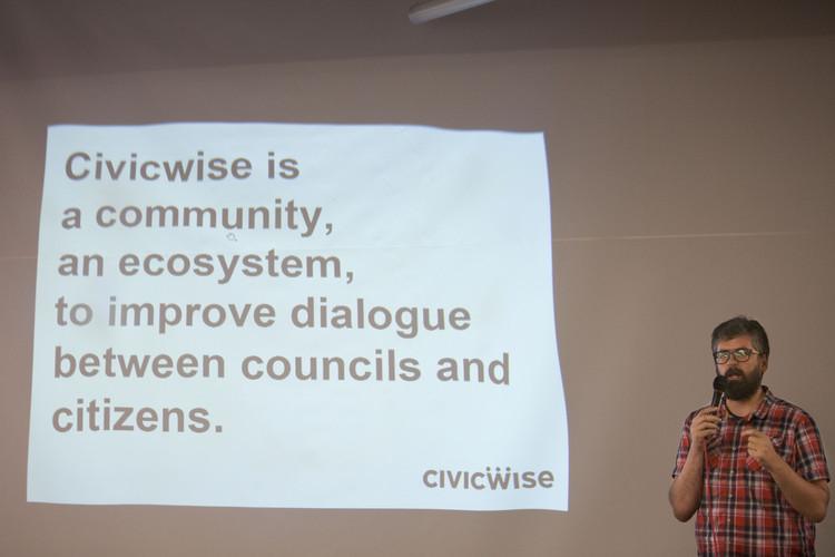 Civicwise durante conferencias Ciudades Democráticas. Image vía David Fernández [Flickr] bajo licencia CC BY-NC 3.0