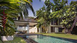 Residência Ribandar / Raya Shankhwalker Architects
