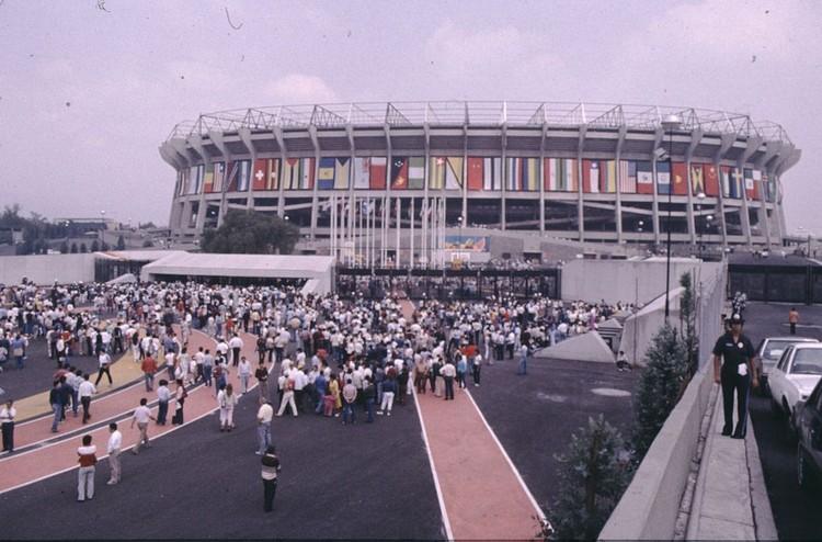 Estadio Azteca. Photo by Karl Oppolzer, licensed under CC BY-SA 3.0