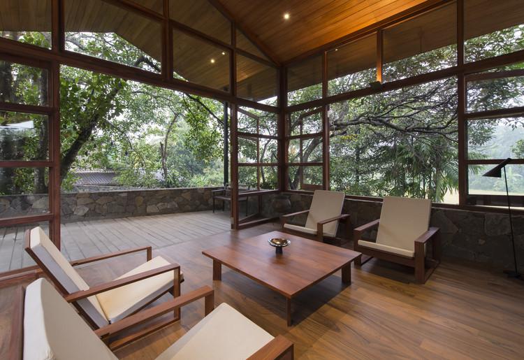 Family Retreat for Devasiris / Palinda Kannangara Architects, © Sebastian Posingis