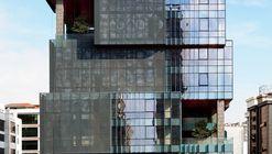 Edifício de Escriórios Ulugöl Otomotiv / Tago Architects