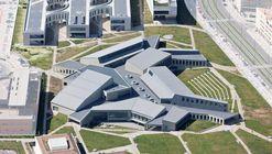 Edificio Servicios Generales Campus Ciencias Salud  / Cruz y Ortiz Arquitectos