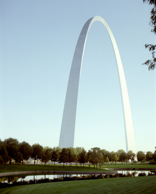 Spotlight: Eero Saarinen, St Louis Gateway Arch. Image © <a href='https://www.flickr.com/photos/jeffnps/5244769090'>Flickr user jeffnps</a> licensed under <a href='https://creativecommons.org/licenses/by/2.0/'>CC BY 2.0</a>