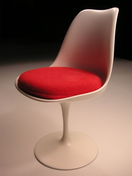 The Tulip Chair. Image © <a href='https://commons.wikimedia.org/wiki/File:Saarinen_Tulpanstolen.jpg'>Wikimedia user Holger.Ellgaard licensed under <a href='https://creativecommons.org/licenses/by-sa/3.0/deed.en'>CC BY-SA 3.0</a>