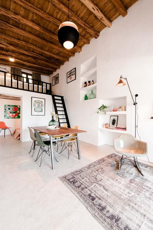 Pequeña casa en el campo  / Standard Studio, © Youri Claessens
