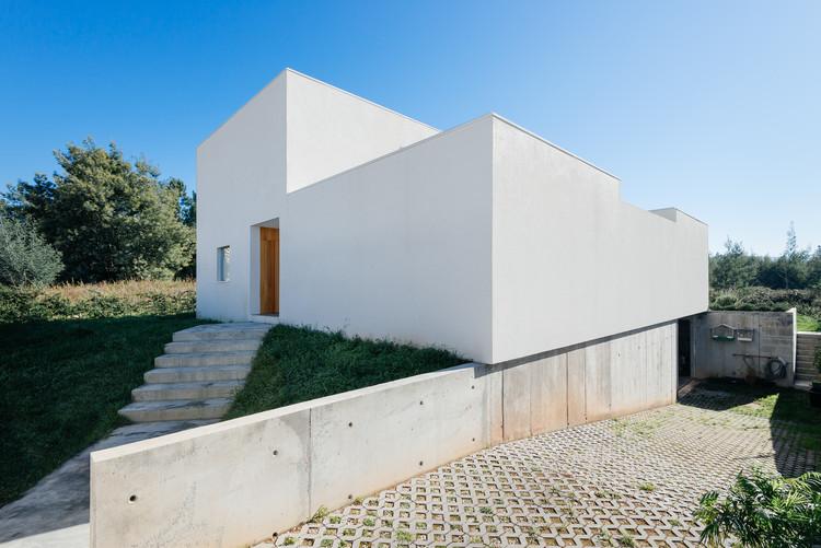 Casa en Preguiçosas / Branco-DelRio Arquitectos, © do mal o menos