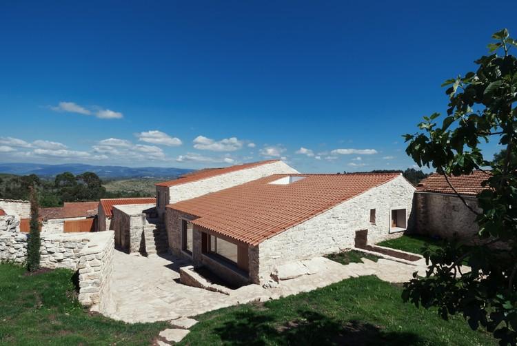 Casa en Janeanes / Branco-DelRio Arquitectos, © do mal o menos