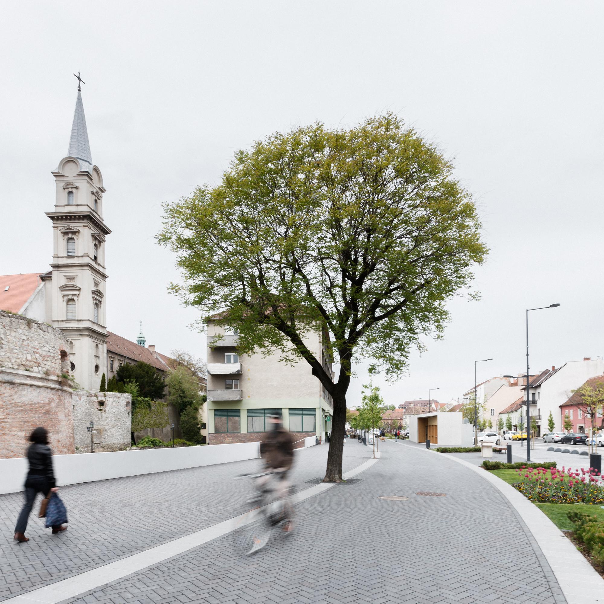 sopron castle district revitalization / hetedik műterem | archdaily