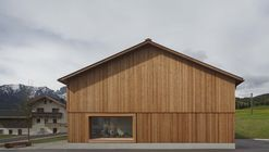 Village House  / Bernardo Bader