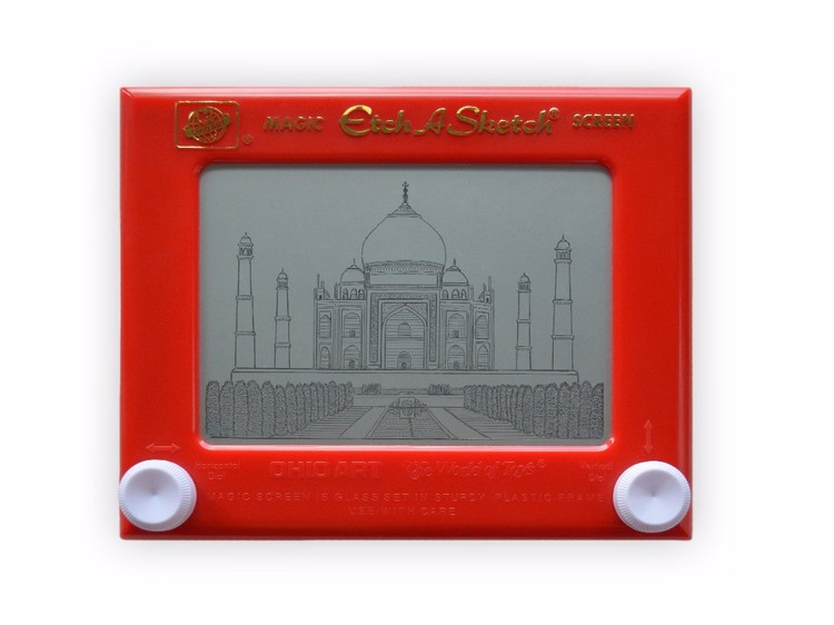 Esta artista dibuja icónicas obras de arquitectura usando un 'Etch A Sketch', via Intrepid Travel