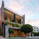 Edificio Zambeze / Juan Pablo Ribadeneira Mora
