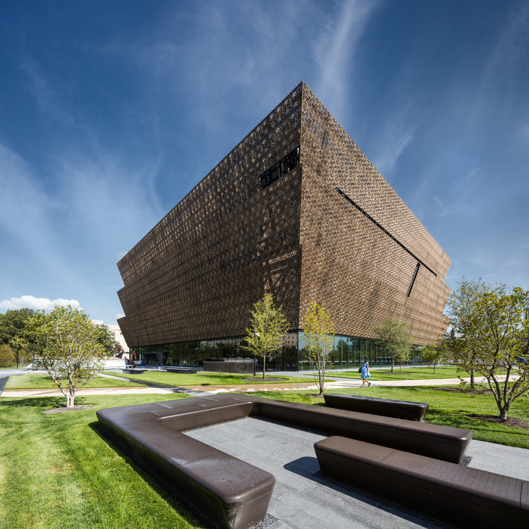 Smithsonian National Museum of African American History and Culture / Adjaye Associates, © Darren Bradley
