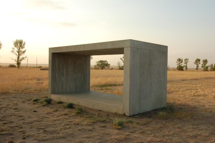 Donald Judd. 'Untitled', 1984. Por Emanue3 Sculpture- Donald Judd (trabajo propio) [CC BY-SA 3.0 o Dominio público]. Image © Wikimedia Commons