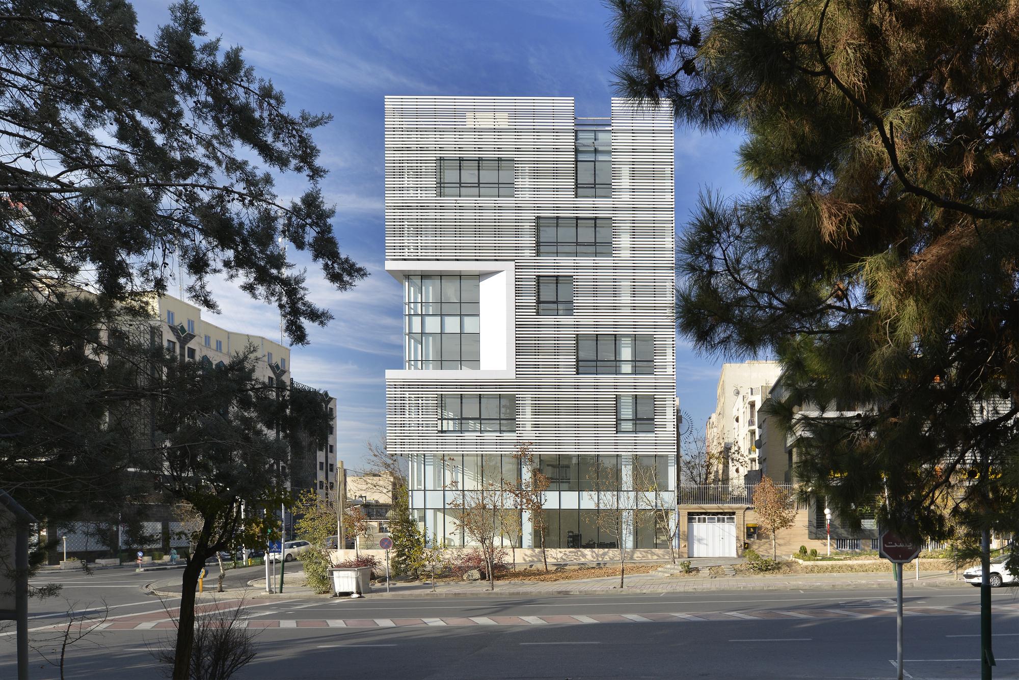 Galeria de Edifício White Office / BNS Studio - 1