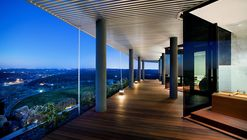 Hilltop Residence / Miró Rivera Architects