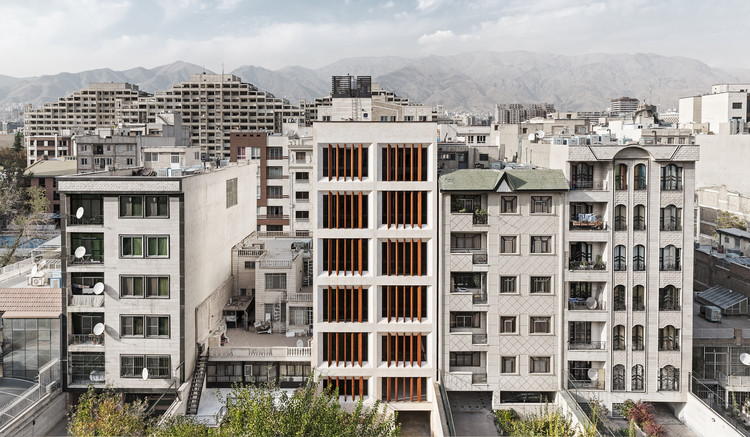 Edificio de Oficinas en Teherán  / AWE Office - Amir Shahrad, © Hossein Farahani