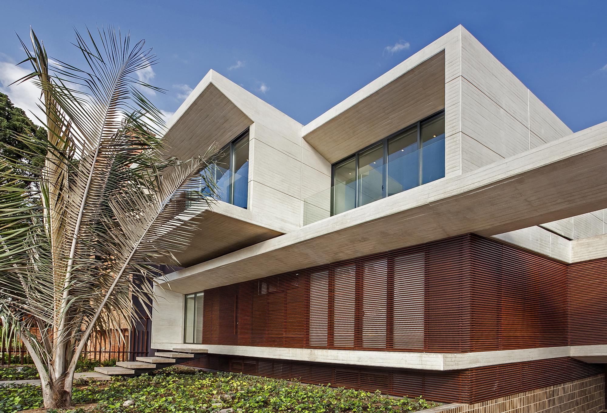 Galeria de casa mr h h arquitectos 1 for Arquitectos para casas