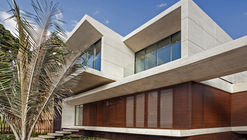 MR House / H+H ARQUITECTOS