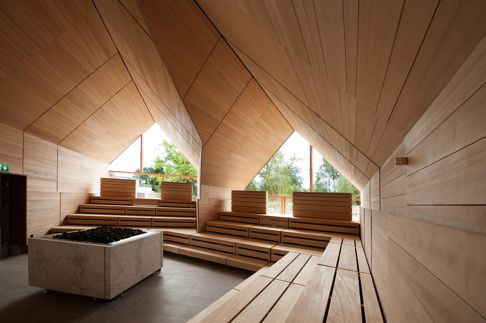Jordanbad sauna village jeschke architektur planung archdaily - Sauna architektur ...