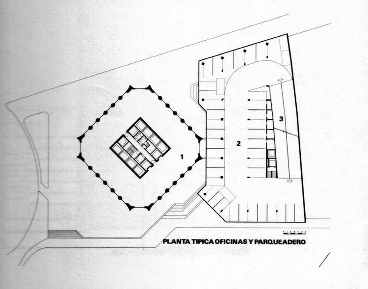 Planta típica: oficinas y parqueadero