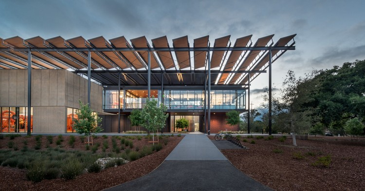 Stanford University Central Energy Facility / ZGF Architects. Image © Matthew Anderson