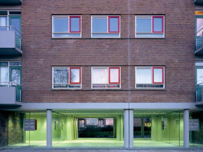 Renovação de plinths em Roterdã se focou na preservação das conexões e da transparência do andar térreo. (Foto: Stijn Brakkee/A Cidade Ao Nível dos Olhos). Image © La Citta Vita, via Flickr. Licença CC BY-SA 2.0