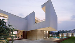 Super Villa / Wolf Architects