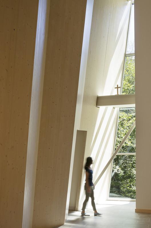 Primera Iglesia Congregacional de Bellevue / atelierjones, © Lara Swimmer