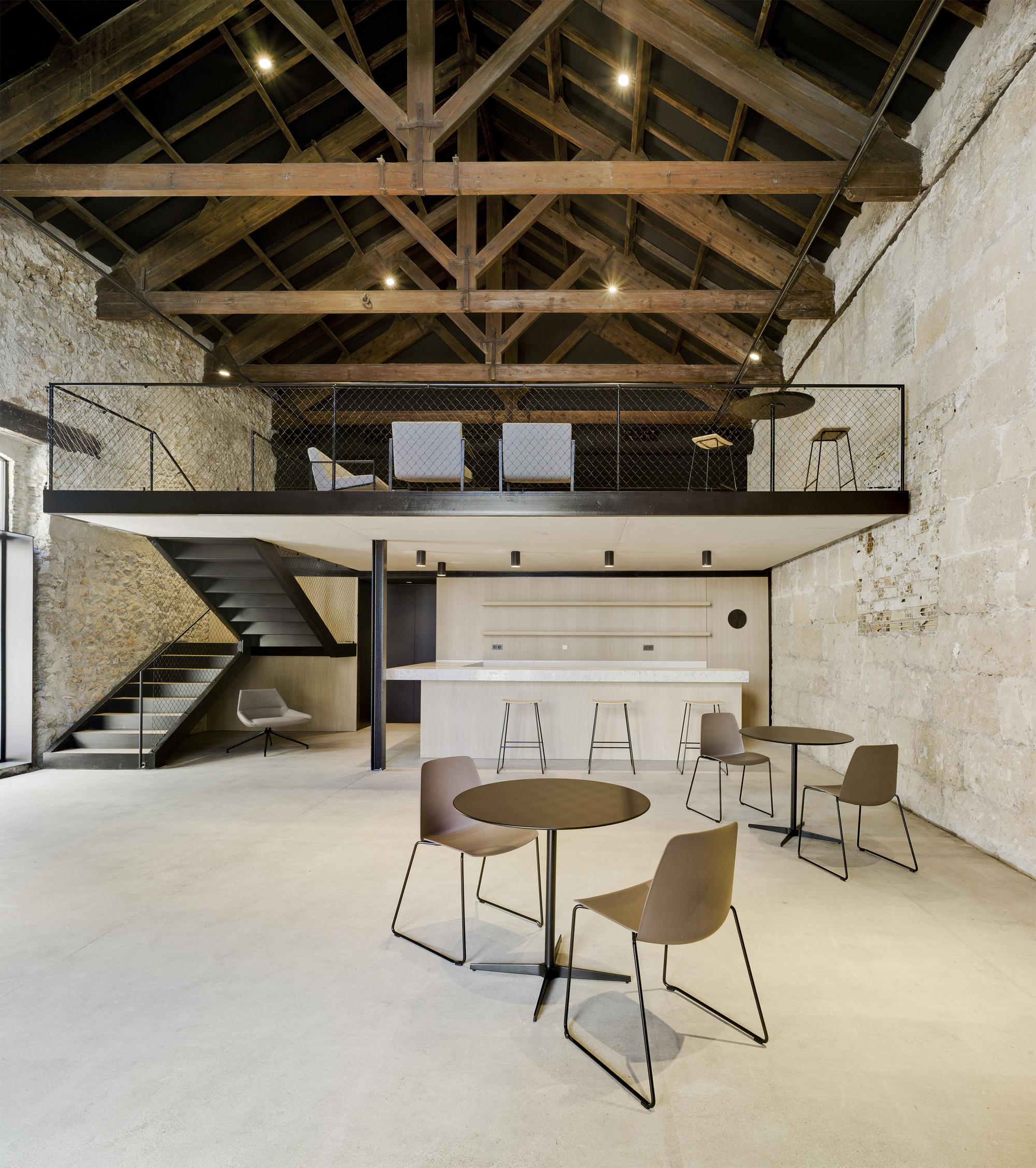 Virgen del carmen bar estudio arn arquitectos archdaily - Estudios de arquitectura en toledo ...
