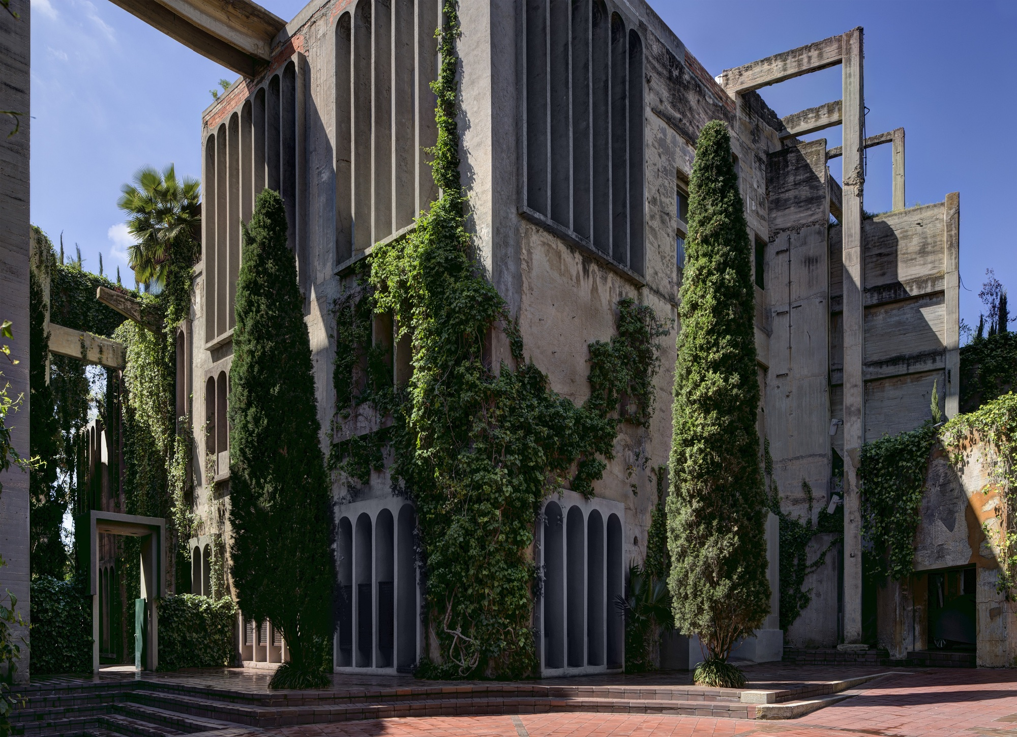 gallery of ricardo bofill why are historical towns more beautiful than modern cities 35. Black Bedroom Furniture Sets. Home Design Ideas