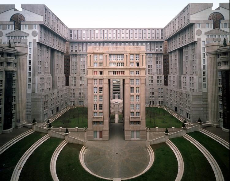 Les Espaces D´Abraxas, Le Palacio, Le Théâtre, L´Arc New Town Of Marne La Vallée Region Of Paris, France, 1982. Image Courtesy of Ricardo Bofill